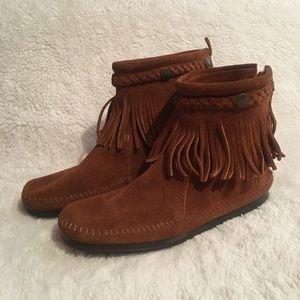 Minnetonka woman's  ankle botties